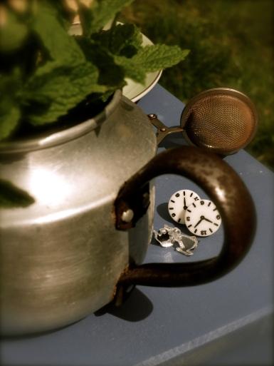 Tea as jewellery