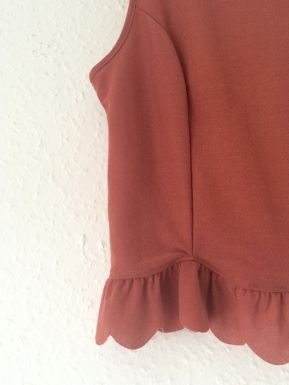Coral frill top